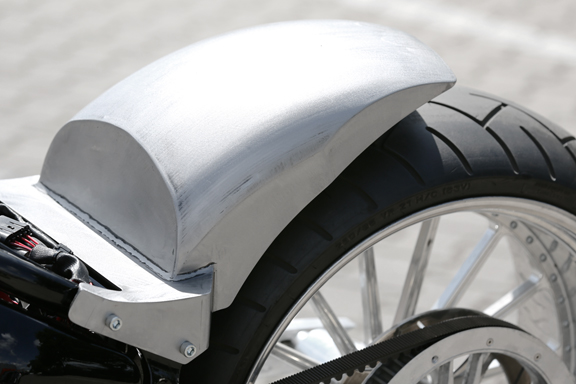 tb-r round fenders for rocker and breakout models 1